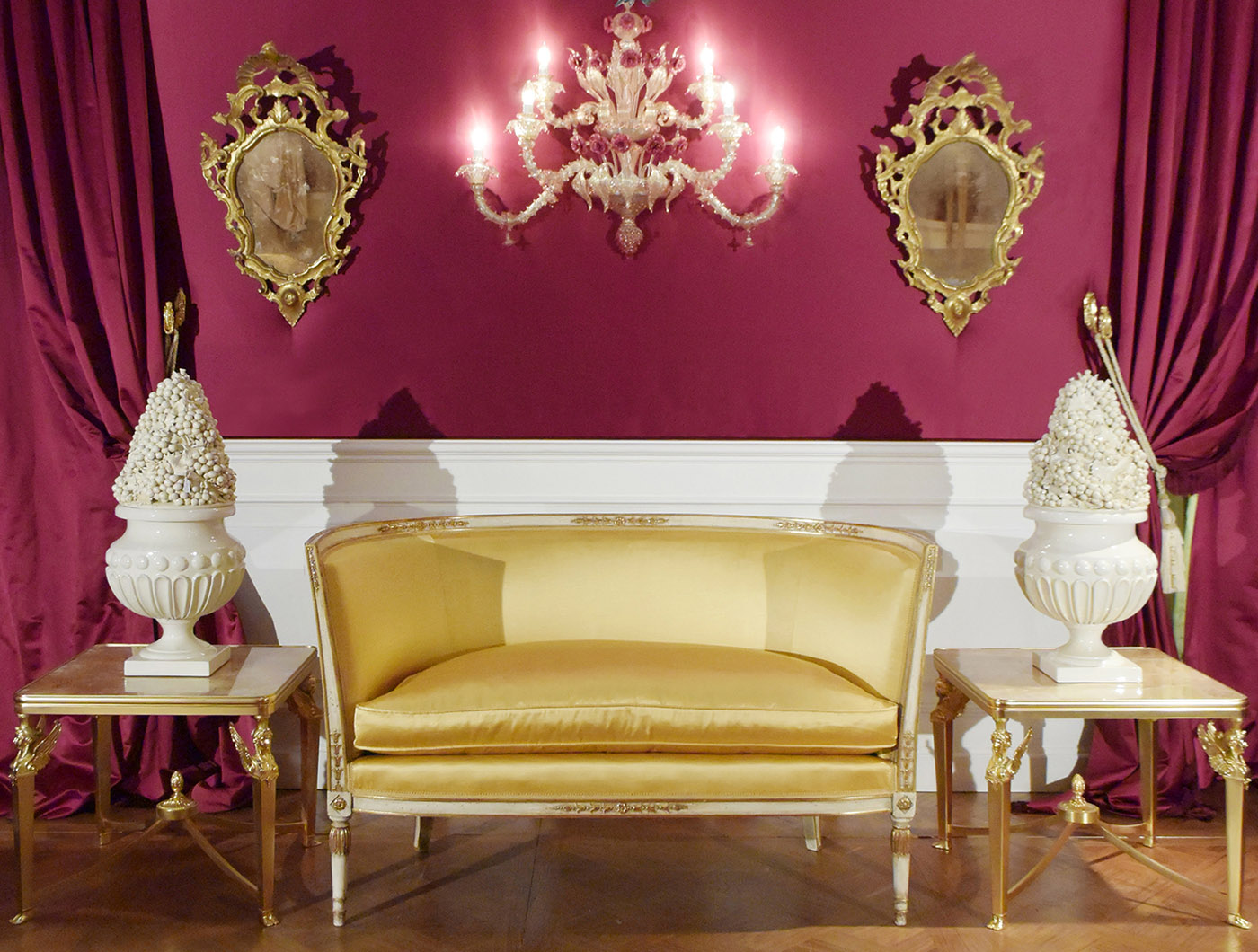 Italian empire sofa, gilt brass table, venetian mirror, Murano applique | P.& G. Cugini Lanzani